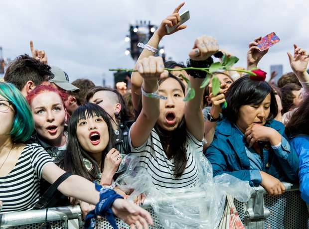 Fans watch The Libertines at Hyde Park