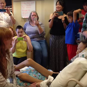 Florence Welch sings to sick fan still