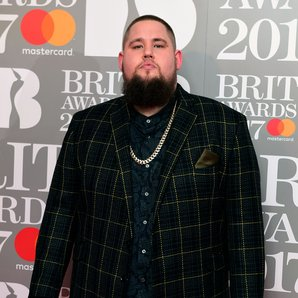 Rag'N'Bone Man BRIT Awards 2017 red carpet